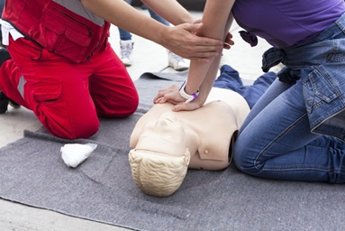4 reasons you should complete a CPR/first aid course